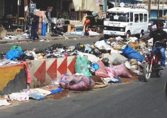 Marché Tiléne de Dakar sous les ordures après la tabaski