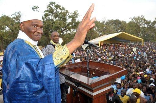 Abdoulaye Wade devant ses partisants